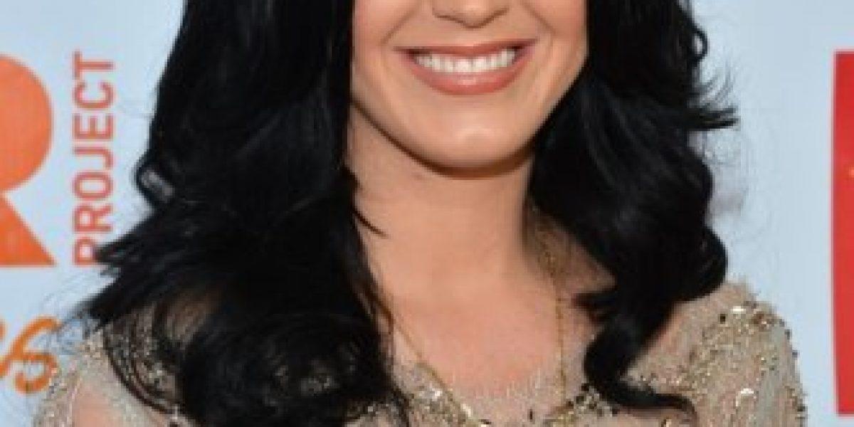 Katy Perry deslumbra con vestido ajustado en la fiesta Trevor