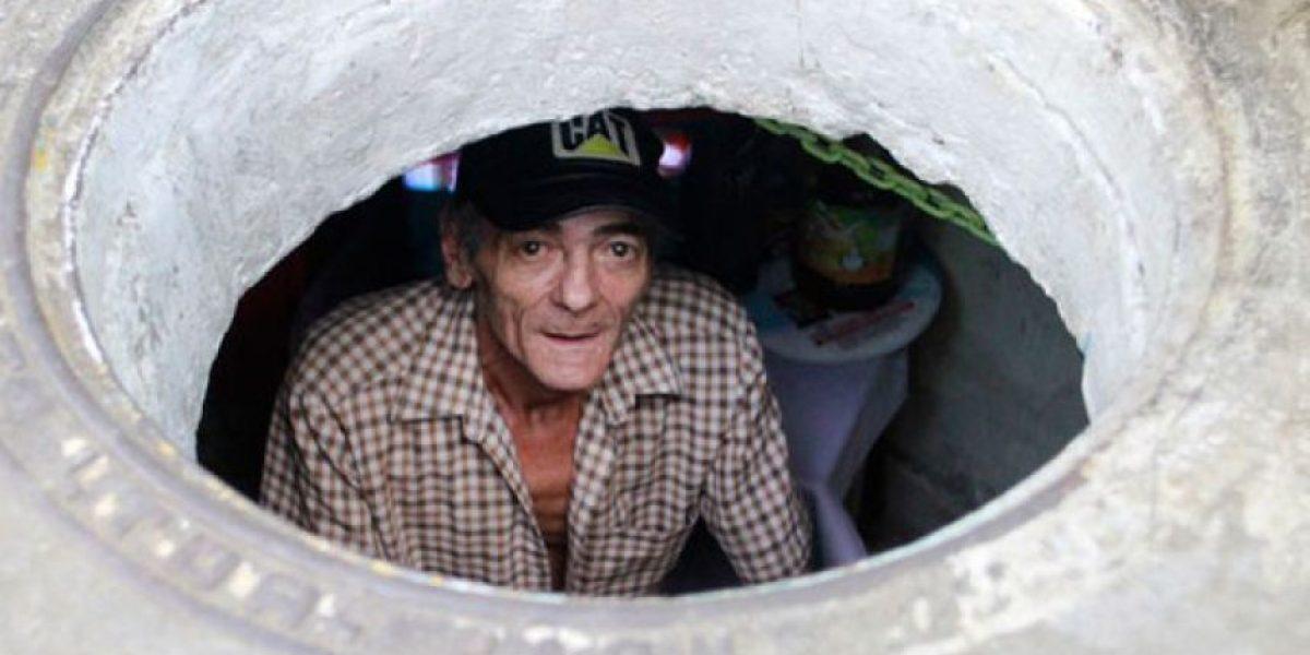 Esta pareja vive hace 20 años en una alcantarilla