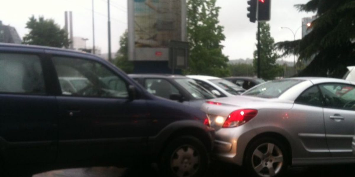 [FOTOS] Conductores usan todo tipo de recursos para sortear los tacos en Santiago