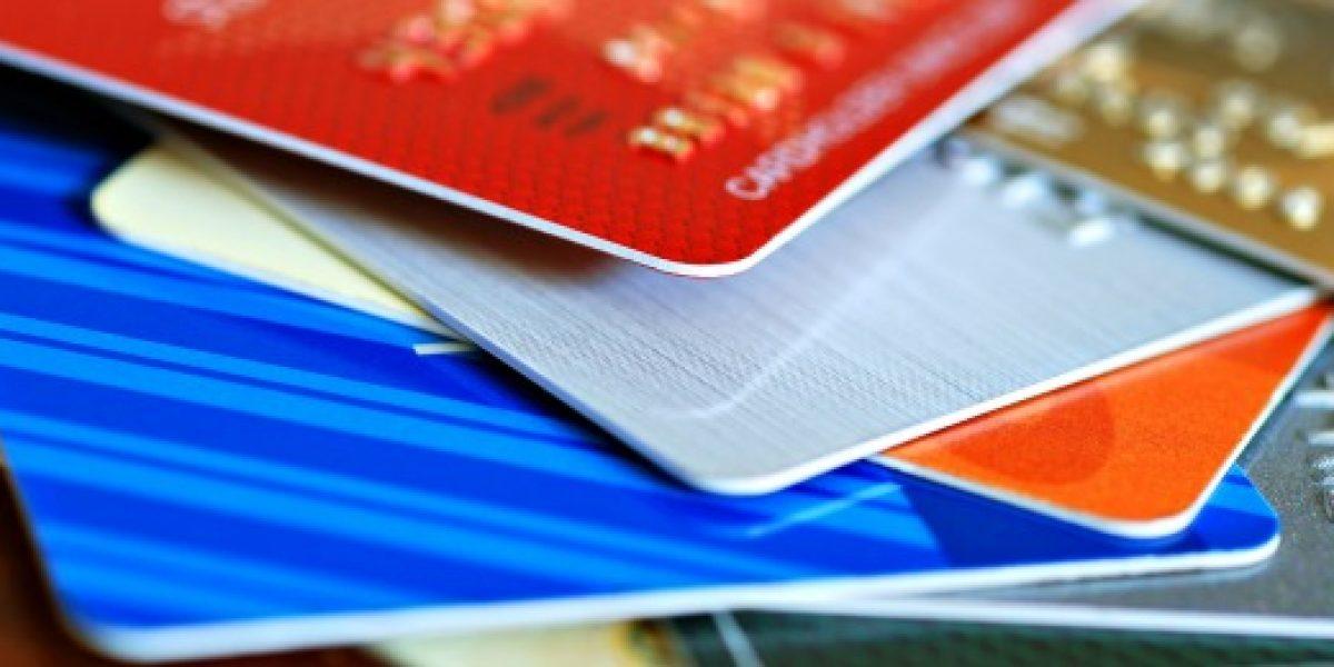 Sernac: Sale más barato usar tarjetas que avances en efectivo