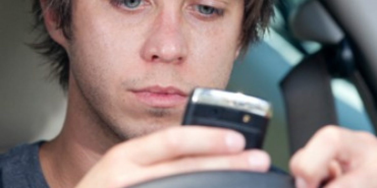 Los smartphones son un peligro para los conductores jóvenes