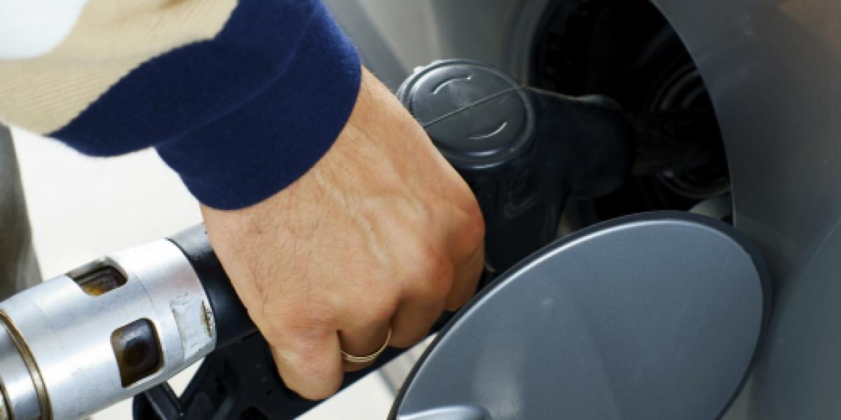 El 2013 partiría con fuerte alza de $23 en precio de las bencinas