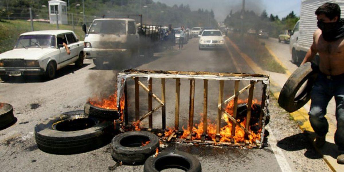 [FOTOS] Estudiantes de la U. del Mar bloquearon con barricadas principal acceso a Viña