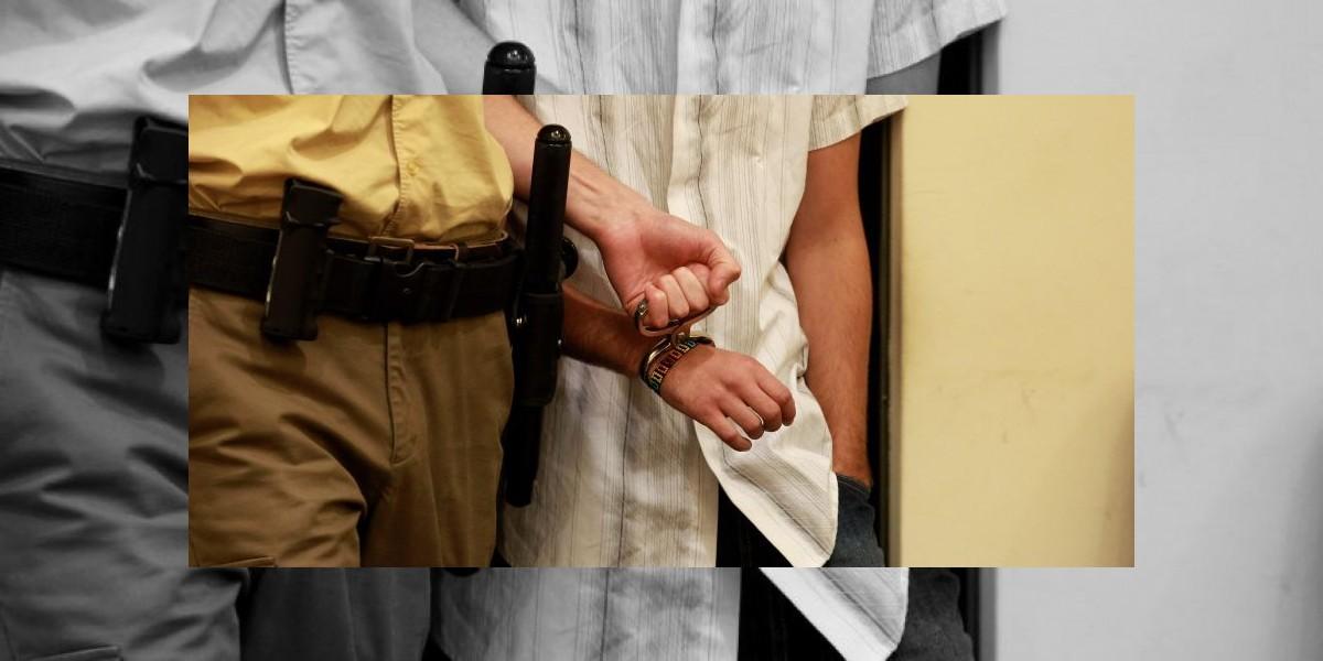 Detenidos por intentar exorcizar a su pequeña hija por creer que era una bruja