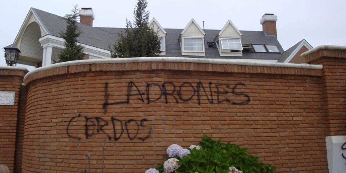 Rayan con ofensivas frases casa del fundador de la U. del Mar en Reñaca