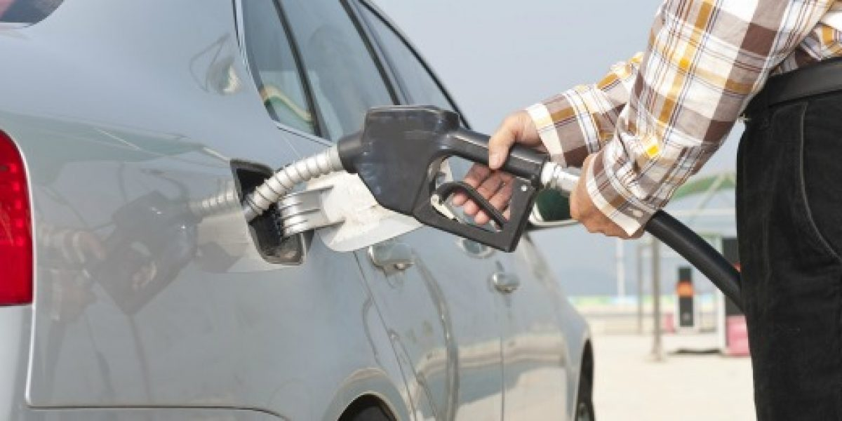 Nueva alza: Bencinas subirían $17 por litro promedio la próxima semana