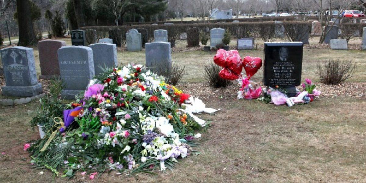 Admiradores de Whitney Houston la recuerdan a un año de su muerte
