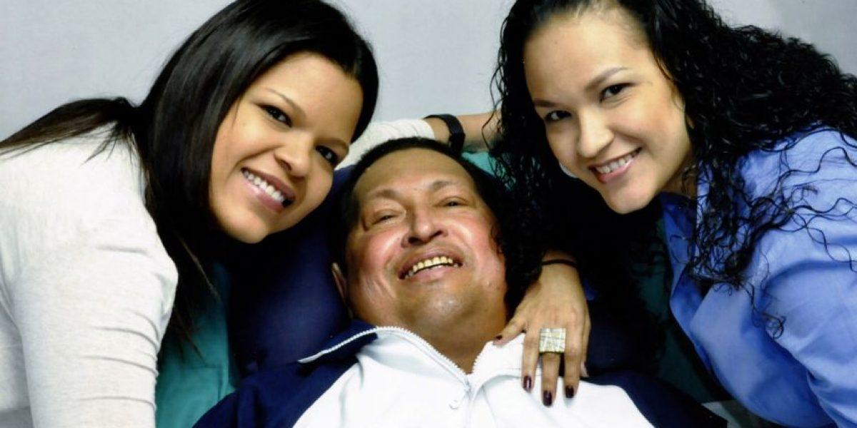 Gobierno venezolano exhibe fotografías de Hugo Chávez tras su operación