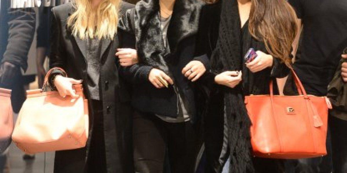 Selena Gomez se olvida de Justin con sus amigas de