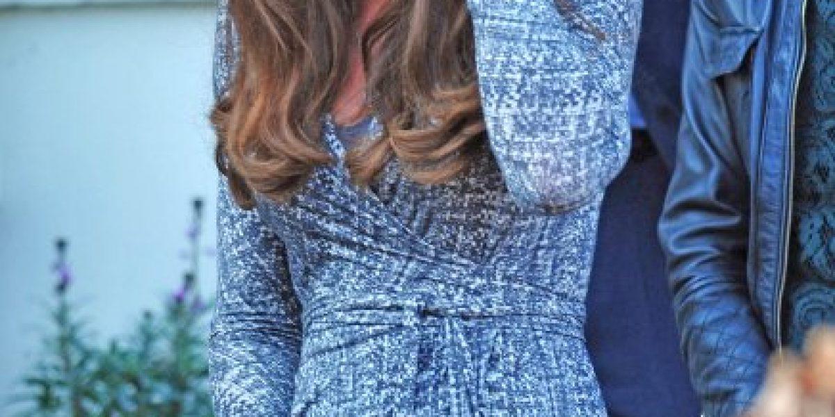 Kate Middleton muestra por primera vez su embarazo en público