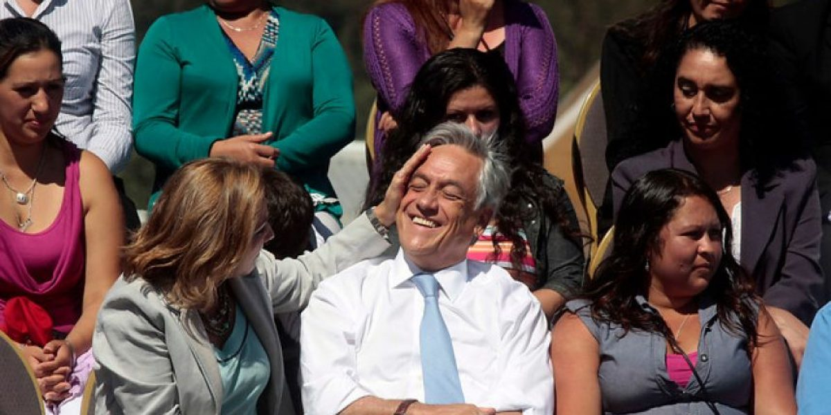 [FOTOS] Presidente Piñera y su esposa viven relajado momento en ceremonia en Dichato