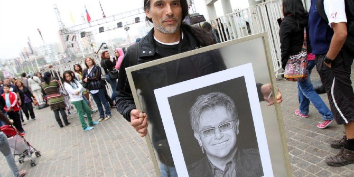 Fanático quiere entregarle retrato a Elton John
