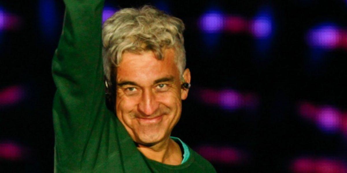 Finalmente Jorge González recibió la Gaviota de Oro en el camarín