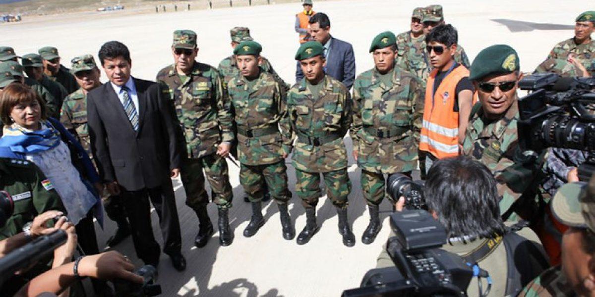 [GALERIA] Así recibieron a los soldados bolivianos expulsados de Chile