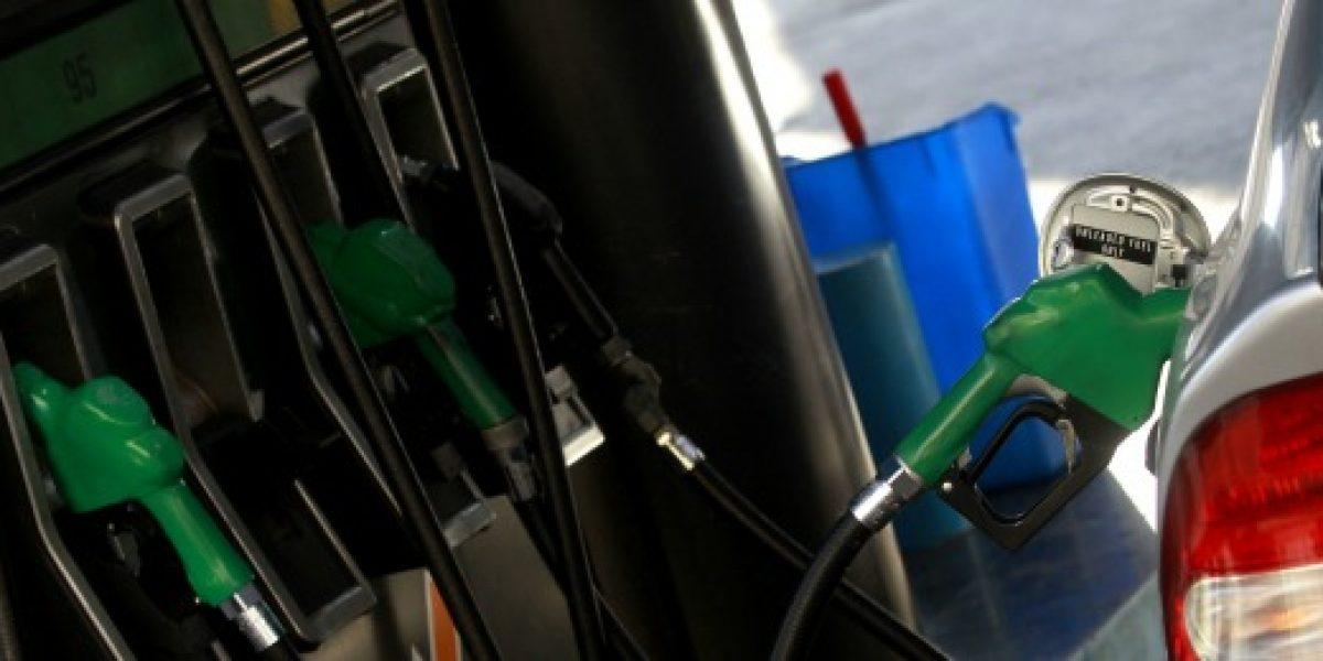 Econsult: $5 por litro promedio bajarían precio de las bencinas la próxima semana