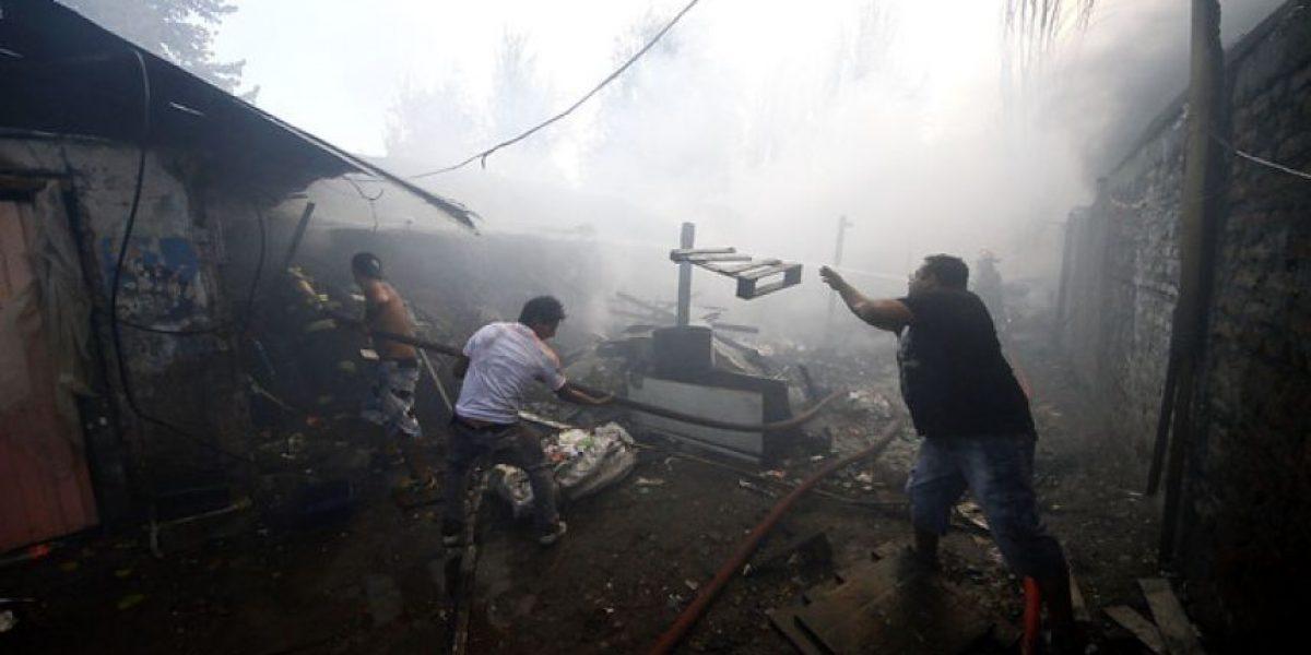[FOTOS] Impactantes imágenes del feroz incendio que afecta a bodega de Quinta Normal