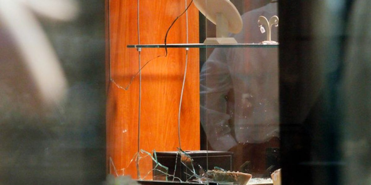 [FOTOS] Violento asalto a joyería en mall de La Florida termina en balacera