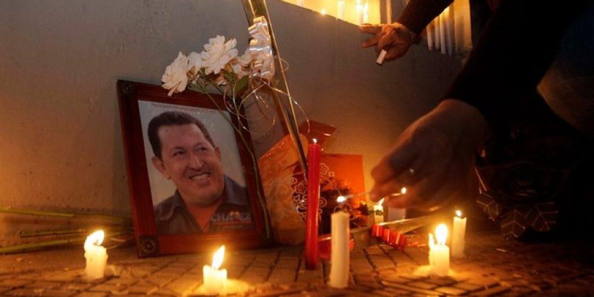 [FOTOS] Adherentes de Chávez lloran su muerte en la embajada venezolana