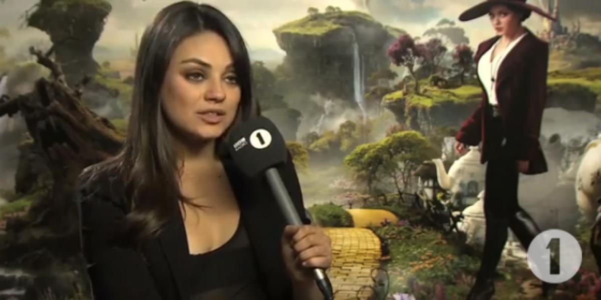 Video: Mila Kunis puso muy nervioso a este joven reportero y lo dejó sin habla
