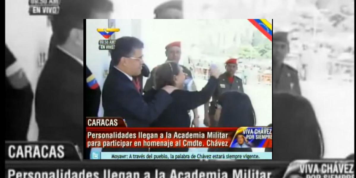 Emotivo recibimiento realiza el pueblo venezolano a la madre de Hugo Chávez