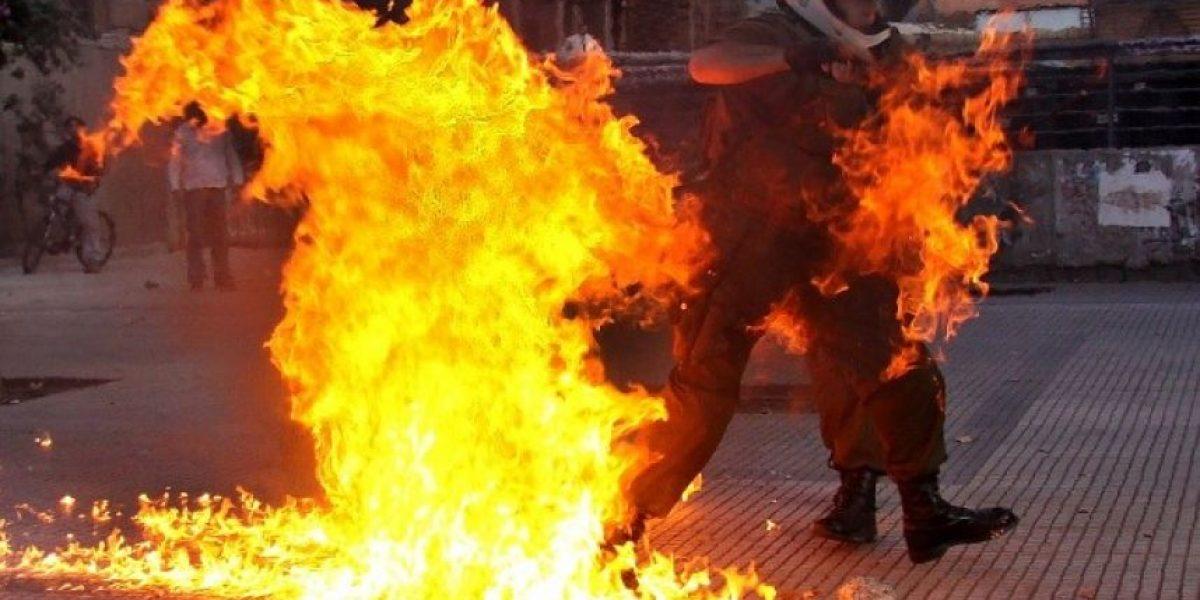 [FOTOS] Carabinero sufre ataque con bomba molotov tras marcha por Día de la Mujer