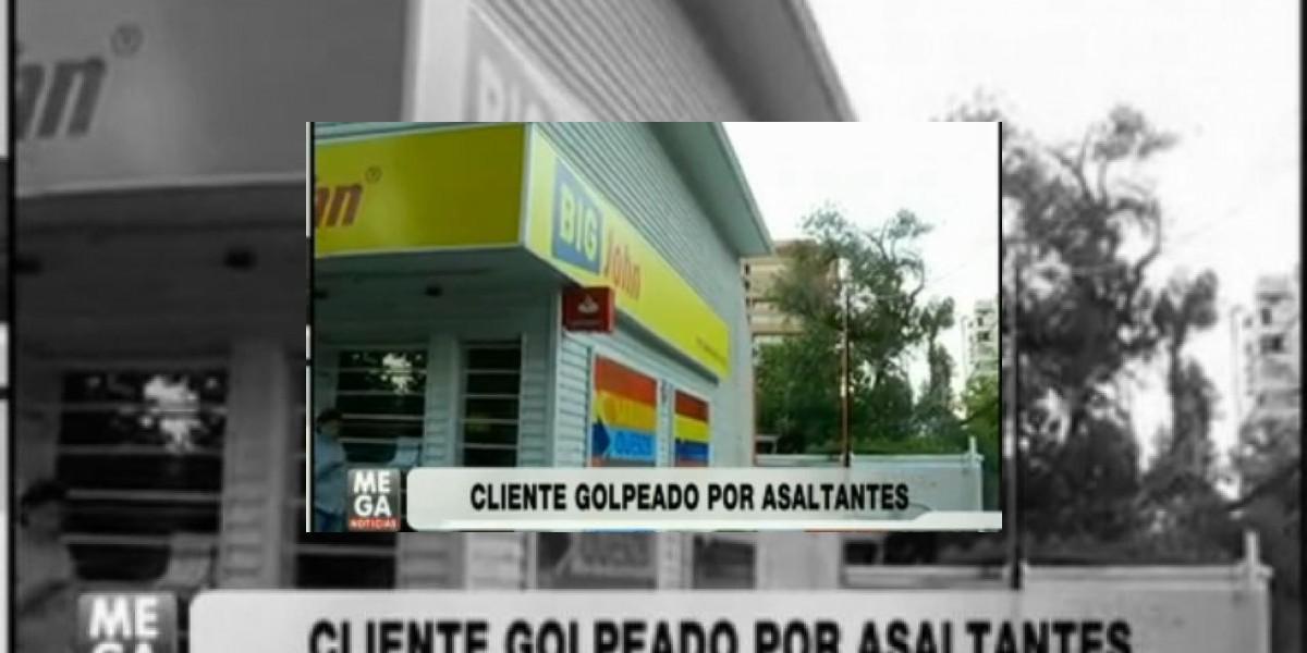 En riesgo vital queda cliente golpeado durante asalto a un local de Las Condes