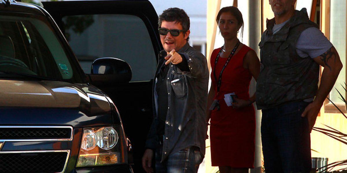 [FOTOS] Alejandro Sanz llegó en un jet privado a Chile