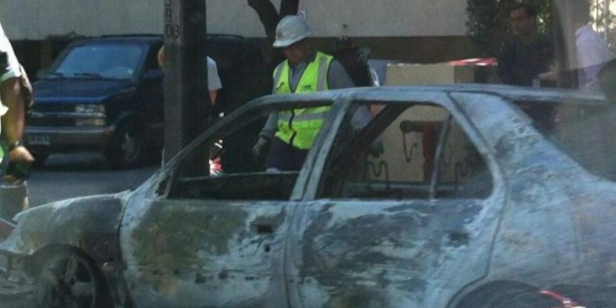 Así quedó el auto incendiado en plena Av. Kennedy