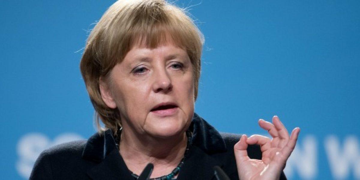 Merkel critica altos sueldos de ejecutivos en Alemania