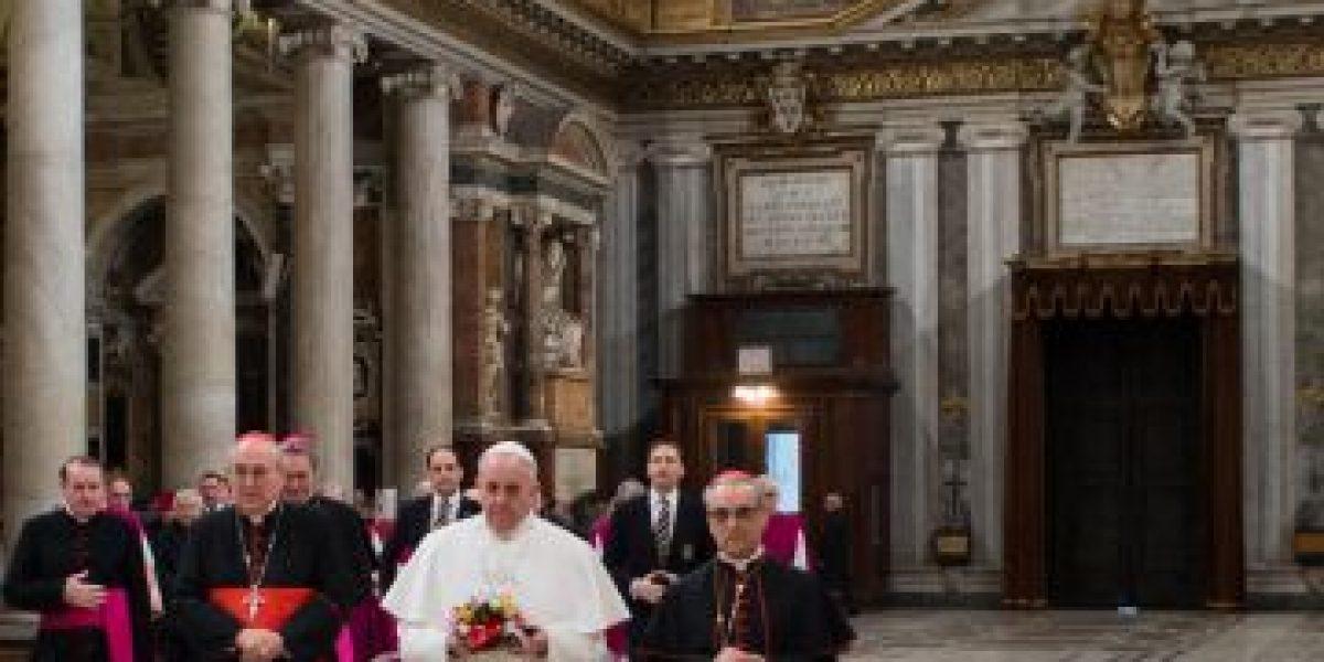 [FOTOS] El Papa Francisco inició su día llevando flores a la Virgen