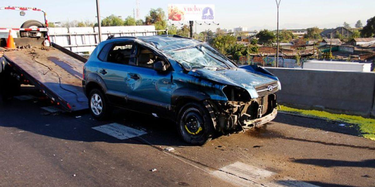 Funcionario de la PDI se accidenta en la Costanera y así queda su auto