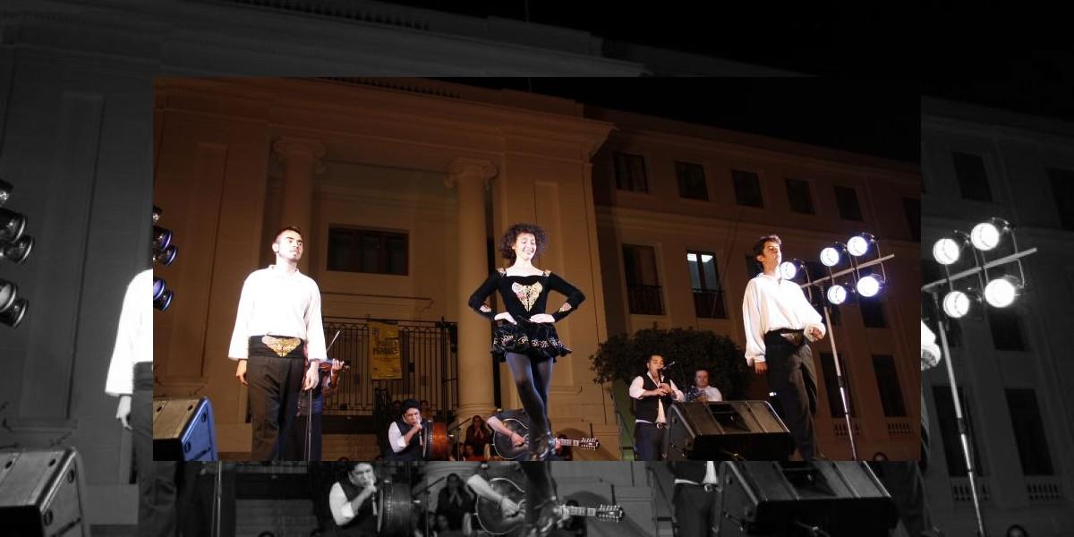 Banda tributo a U2 en la celebración de San Patricio en Patio Bellavista