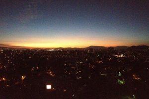 1.- Ñuñoa. Cambios de luz en el cielo Foto muestra a Santiago desde Ñuñoa. Foto:Hendrix Clapton. Imagen Por: