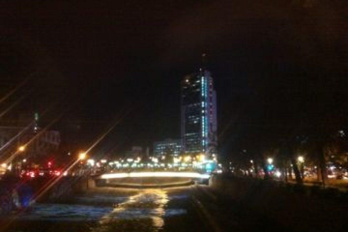 2.- Torre. Centro de noche El sector de Plaza Italia con la torre de Telefónica de fondo. Foto:Sa be. Imagen Por: