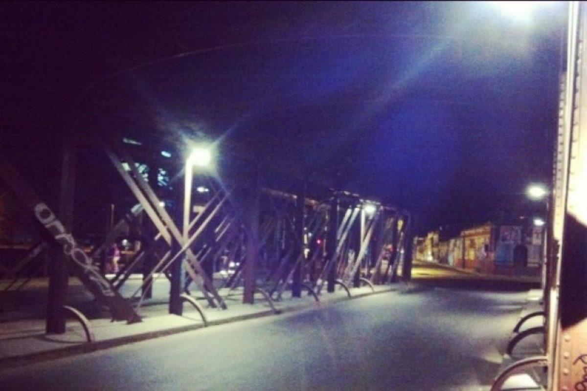 3.- Puente Purísima. Hacia Recoleta La imagen al interior del puente Purísima que pasa sobre el río Mapocho. sa be. Imagen Por: