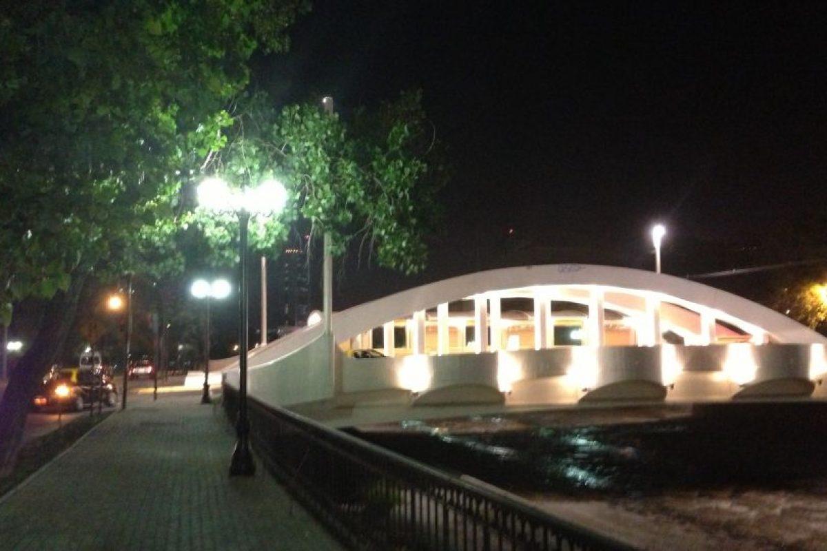 4.- Providencia. Puente del Arzobispo El puente del Arzobispo es uno de los más ilumanidos y destaca al pasear por Providencia en la noche. acsl Foto:Sa be. Imagen Por: