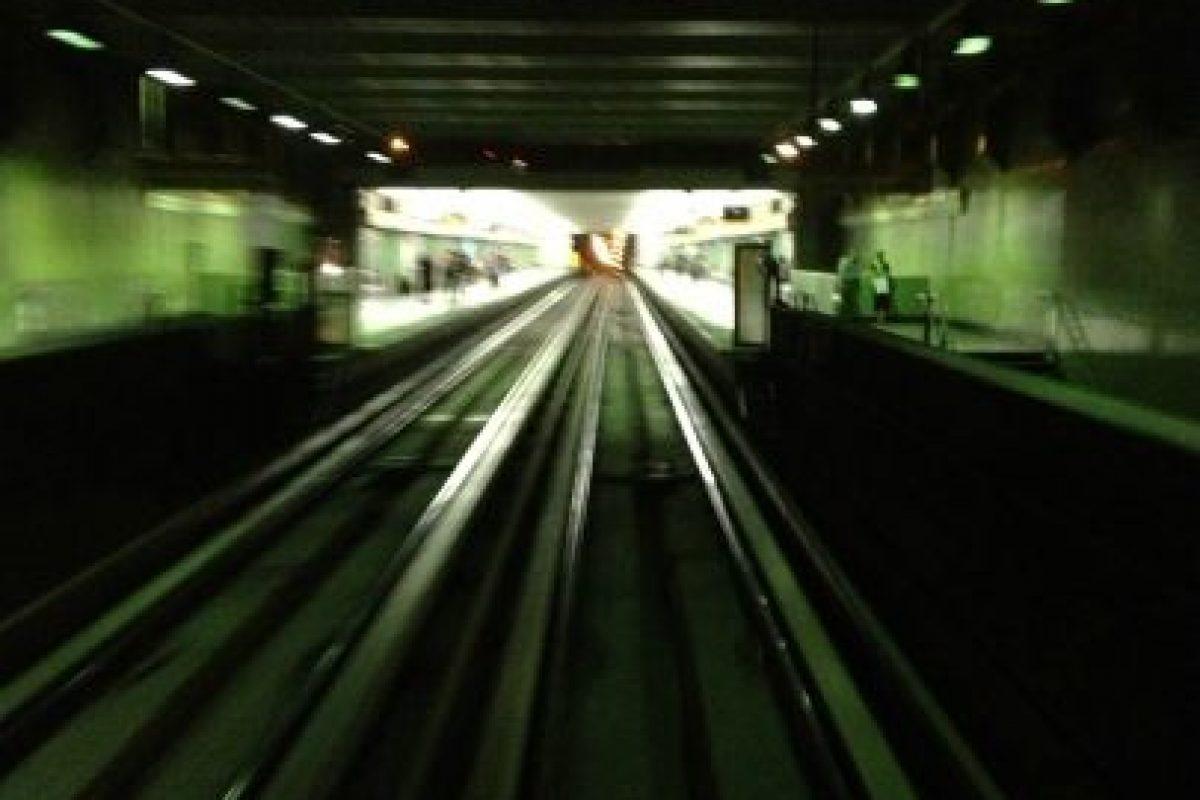 6.- Metro. Línea 2 En el Metro de Santiago también se aprecia cómo cae la noche. Esta foto fue tomada en la estación Parque O´Higgins en la Línea 2.  Foto:Fernando Orrego. Imagen Por: