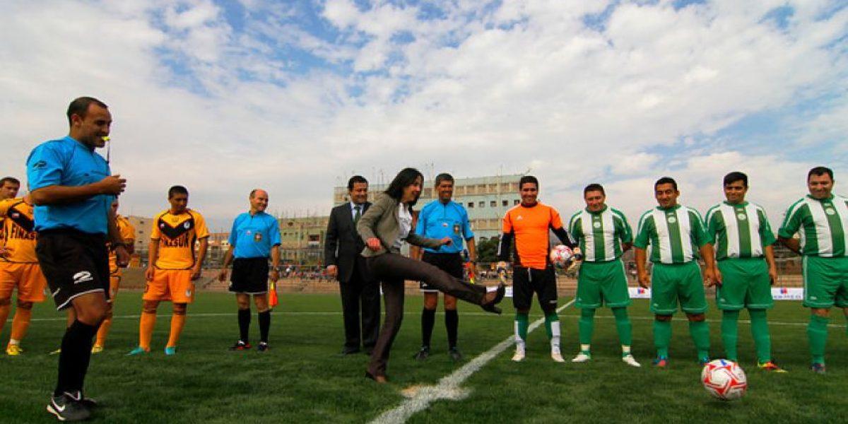 [FOTOS] Ministra de Justicia inauguró una cancha de fútbol en la cárcel Colina I