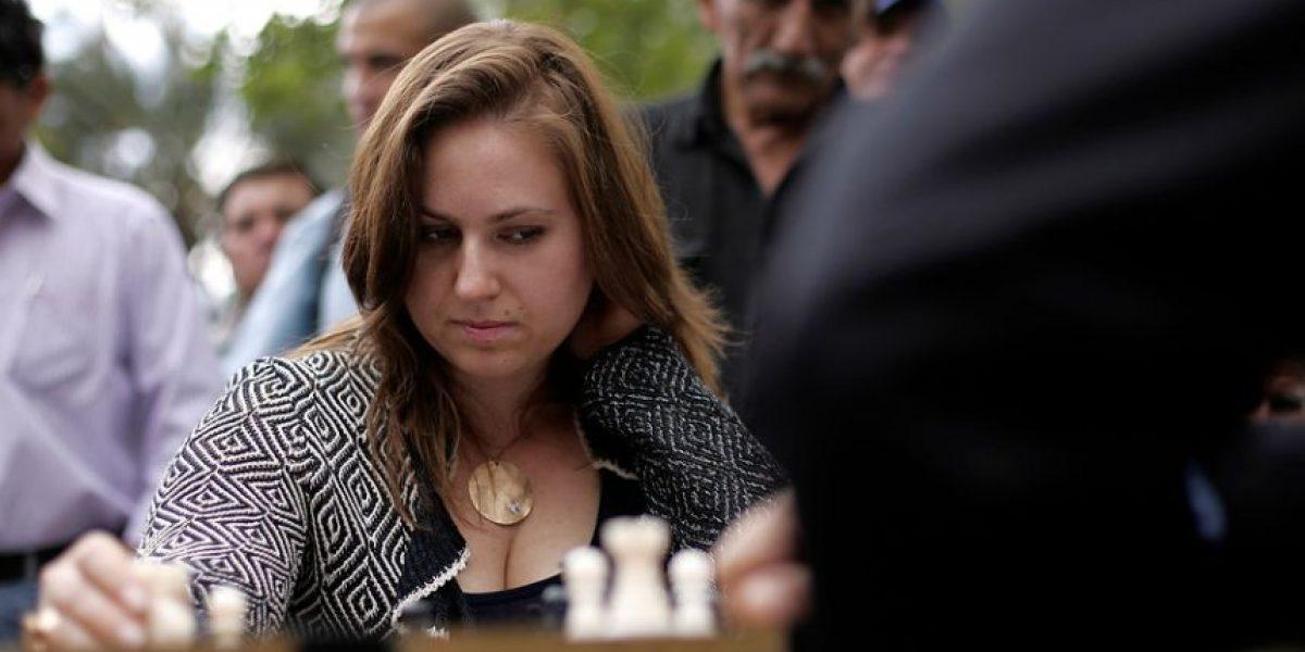 [FOTOS] Ella es la mejor ajedrecista de todos los tiempos y jugó en Plaza de Armas