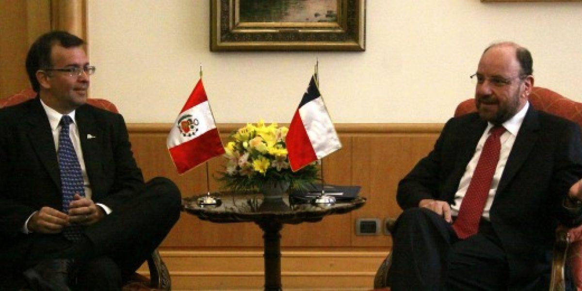 Ministros de Chile y Perú se reúnen para ratificar lazos comerciales antes del fallo de la Haya