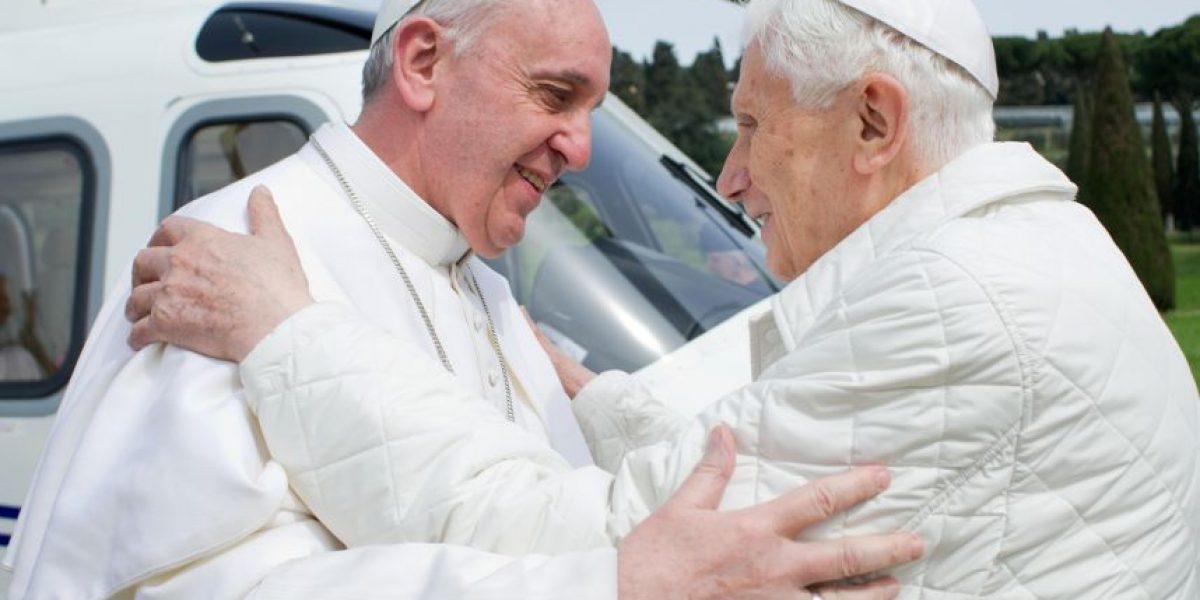 Papa Francisco y Benedicto XVI se fundieron en un abrazo en Castel Gandolfo