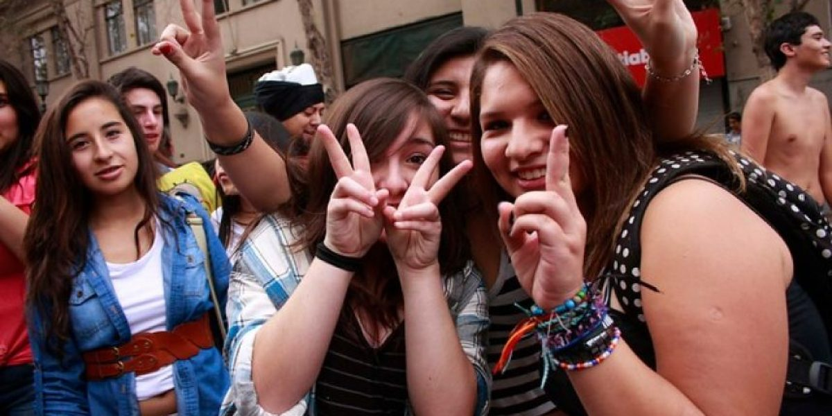 (GALERÍA) Cientos de jóvenes se reunieron a bailar el Harlem Shake en Santiago Centro