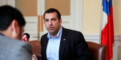 Diputado Hasbún dice que bono de Allamand incentiva el embarazo adolescente