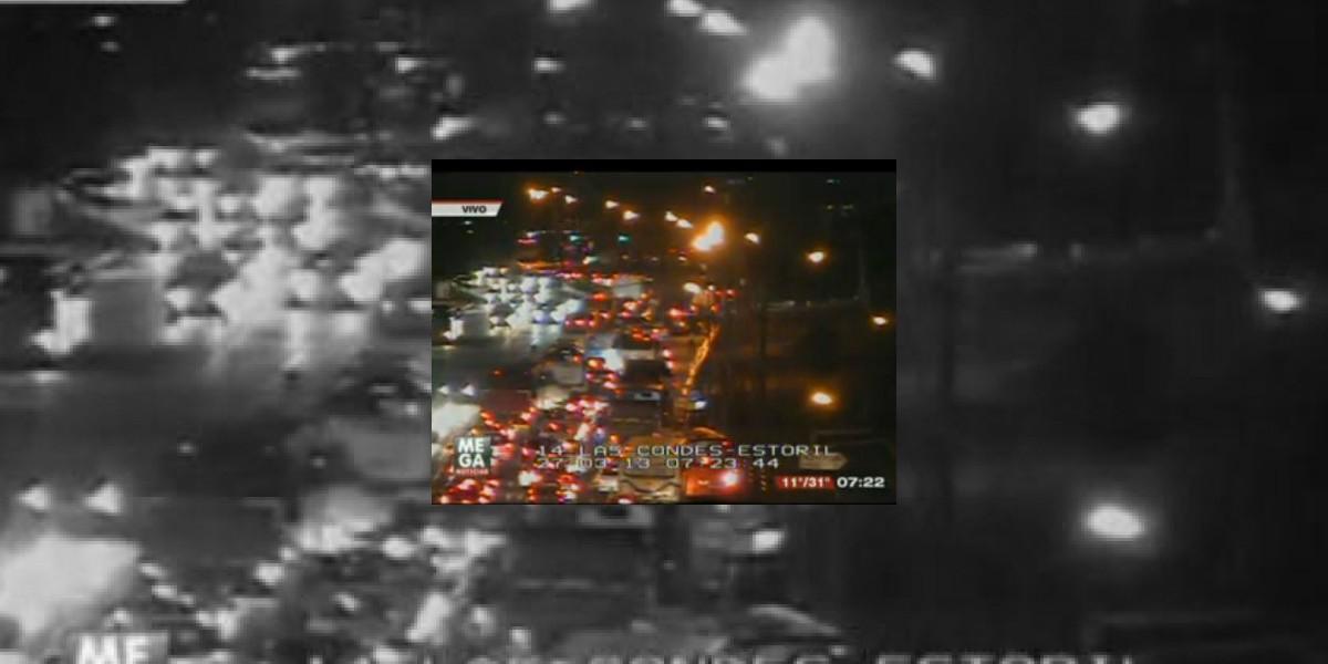 Gran congestión por impacto entre dos autos en Las Condes