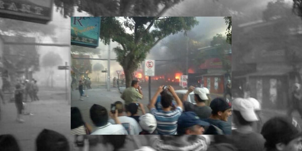 Incendio de gran magnitud afecta a galería comercial en San Bernardo