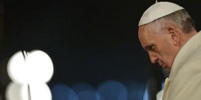 El papa Francisco preside su primer Vía Crucis en el Coliseo de Roma