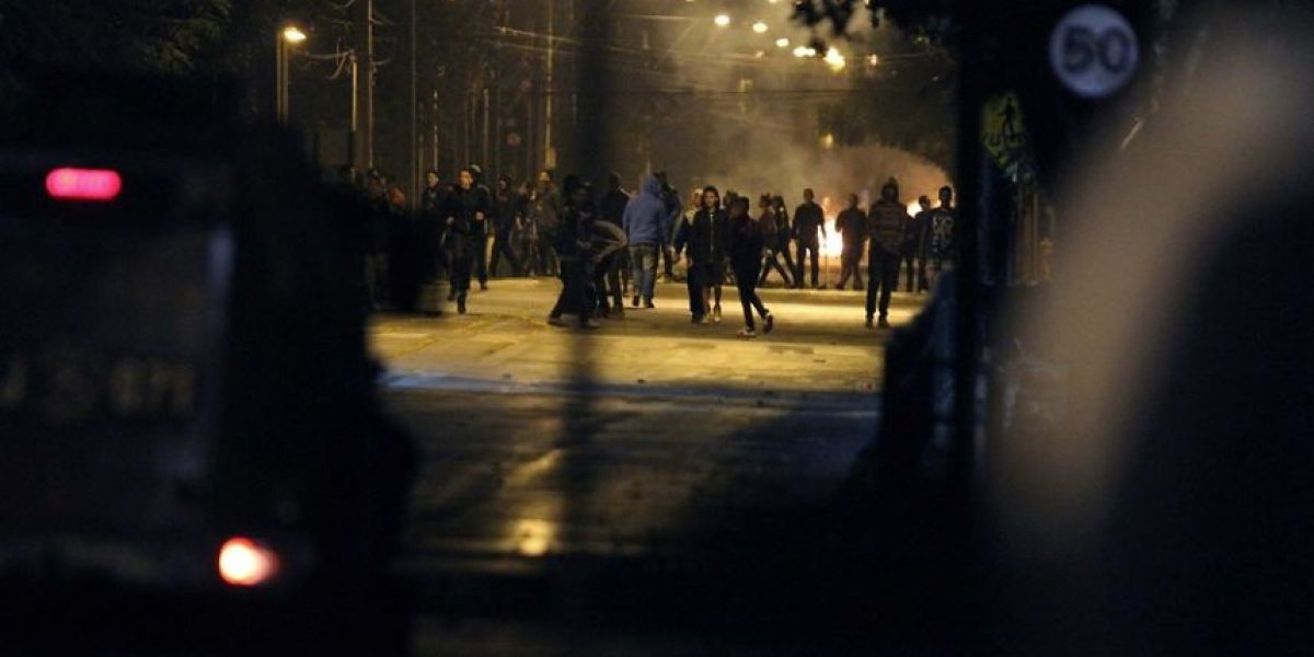 Autos quemados y comisarías atacadas por