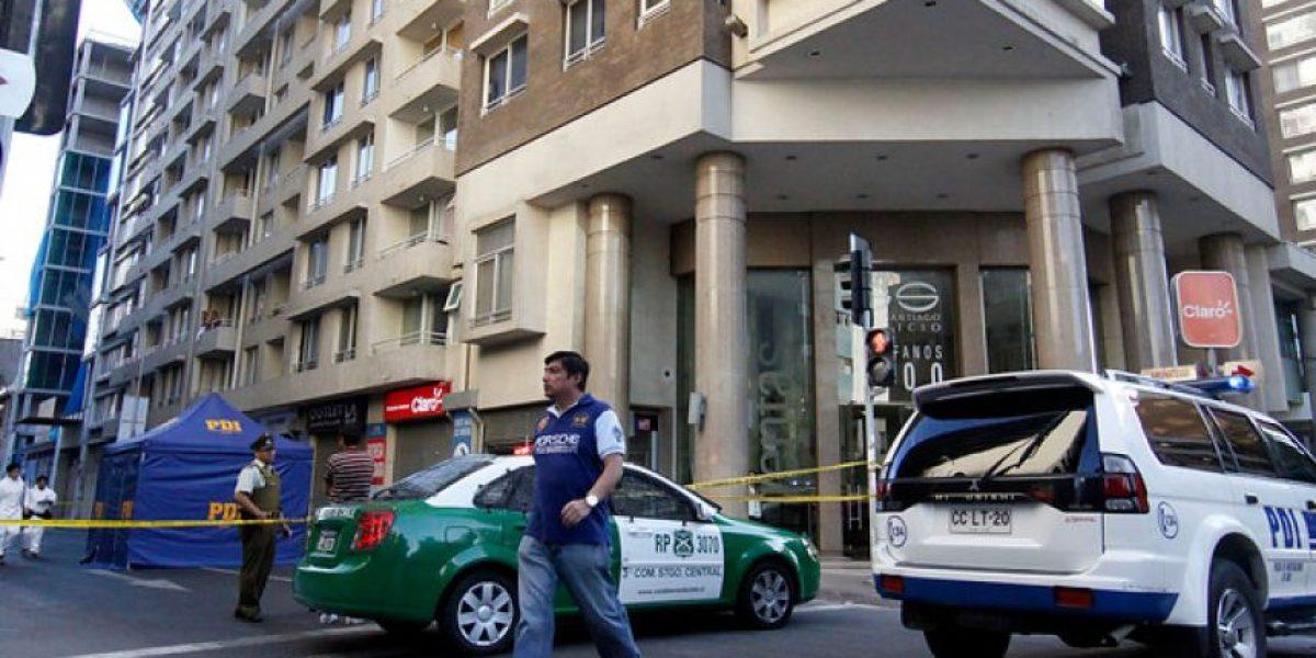 Joven falleció al caer del piso 11 en un edificio en Santiago Centro