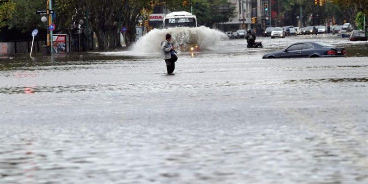 [FOTOS] Intensas lluvias dejan cinco muertos y barrios anegados en Buenos Aires