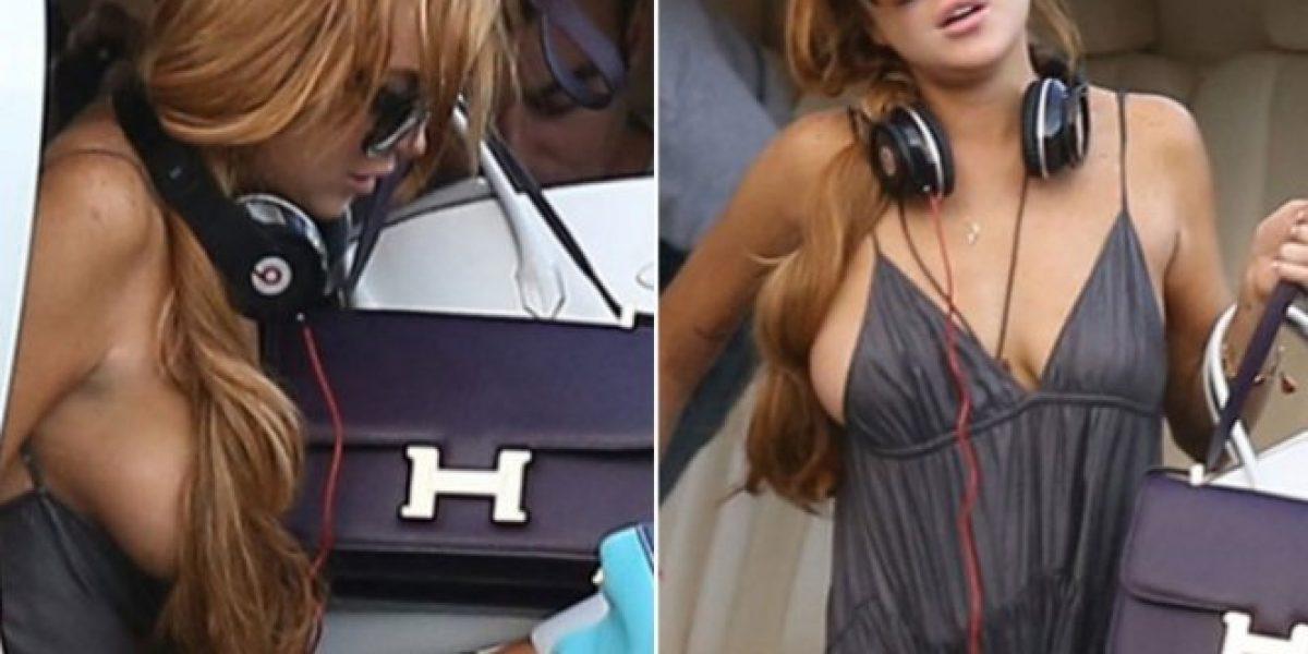 A Lindsay Lohan se le escapó un pecho en Brasil y ni se enteró